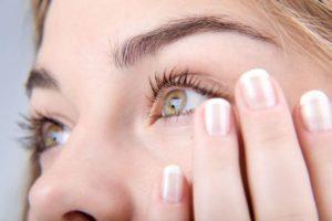 Примета о чесании глаза