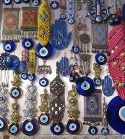 Глаза фатимы в турецком магазине, фото