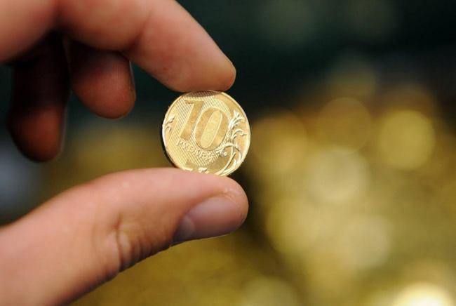 подобрать монету на улице