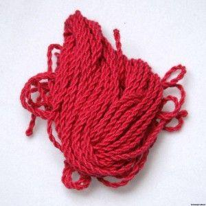 Приворот на красной нитку с иголкой