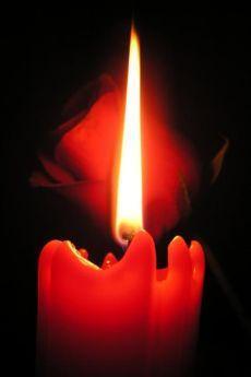 Приворот на двух скрученных свечах