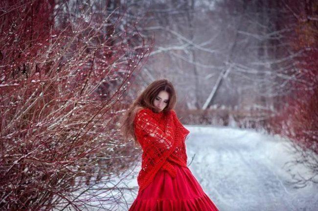 Приворот на красную нитку с иголкой