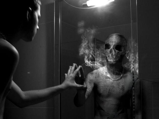 Дух чарли в зеркале