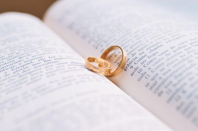 Приметы про кольца и платье