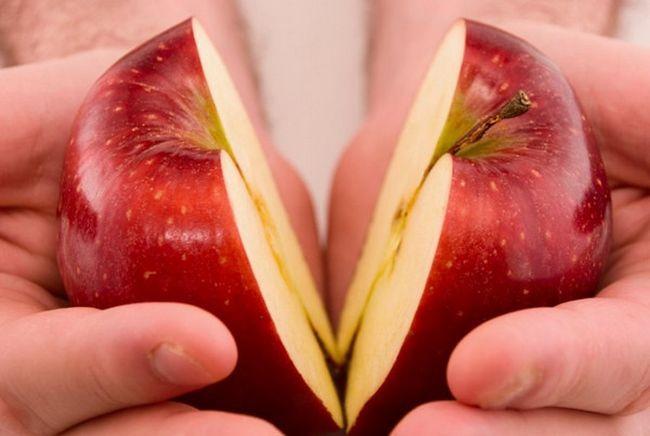 Ритуал на двух половинках яблока