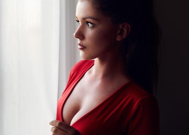 Народная примета о чесании правой груди